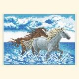 Кони, бегущие по воде